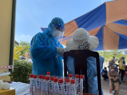 Đà Nẵng: Một thợ cắt tóc nữ dương tính với SARS-CoV-2 trong cộng đồng - Ảnh 2.