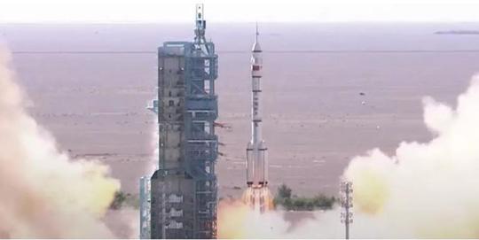 Thêm một tên lửa Trung Quốc rơi tự do xuống trái đất - Ảnh 1.