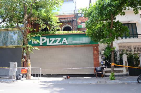 Cận cảnh phong toả quán Pizza có ca F0 phức tạp là đầu bếp kiêm shipper - Ảnh 1.