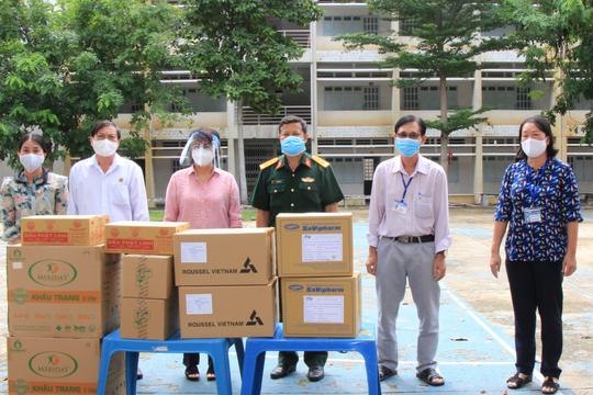 TP HCM tổ chức 12 đoàn đến các bệnh viện điều trị Covid-19 và khu cách ly - Ảnh 1.
