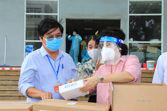 TP HCM tổ chức 12 đoàn đến các bệnh viện điều trị Covid-19 và khu cách ly - Ảnh 2.
