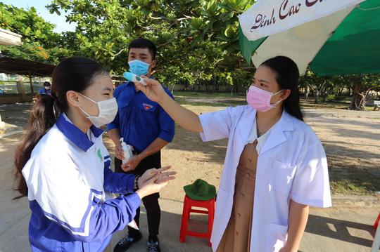 Một giáo viên sau coi thi tốt nghiệp THPT dương tính SARS-CoV-2 - Ảnh 1.