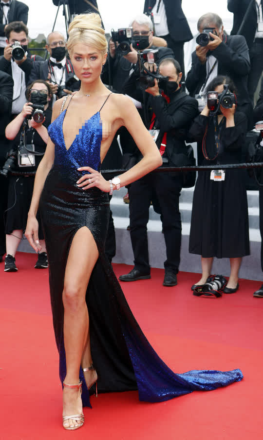 """Mốt """"thả rông"""" tiếp tục được chuộng trên thảm đỏ Cannes 2021 - Ảnh 4."""