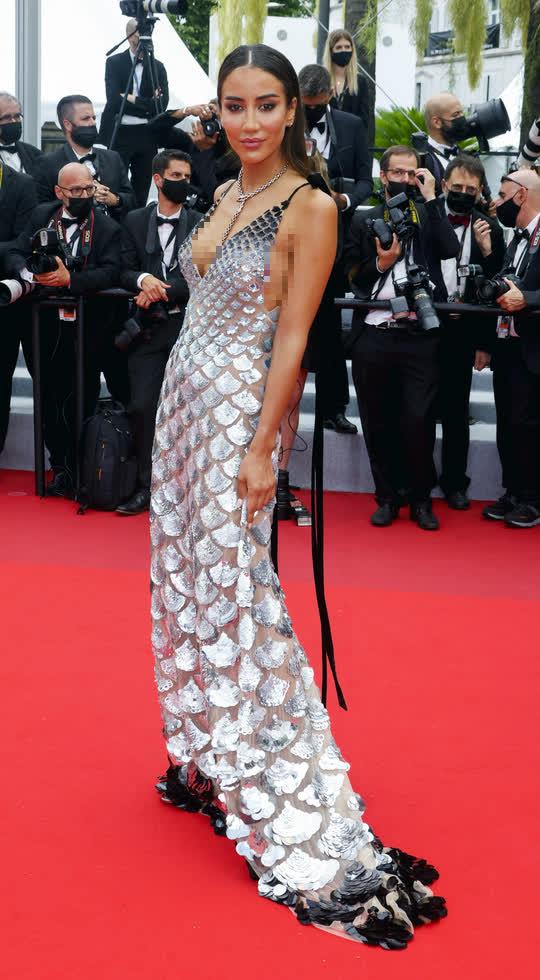 """Mốt """"thả rông"""" tiếp tục được chuộng trên thảm đỏ Cannes 2021 - Ảnh 3."""
