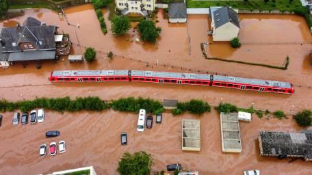 Được báo trước nhiều ngày, lũ lụt Tây Âu vẫn gây thiệt hại khó lường - Ảnh 2.