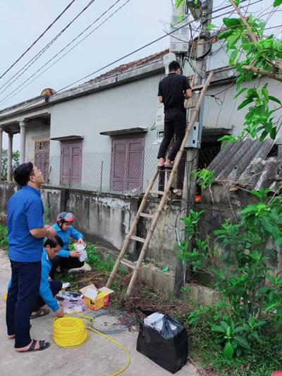 Quảng Bình: Bừng lên ánh sáng đường quê - Ảnh 1.