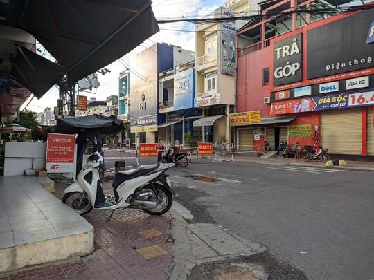 Phát hiện 2 ca lây nhiễm cộng đồng, Bình Định giãn cách xã hội toàn thị xã An Nhơn - Ảnh 1.