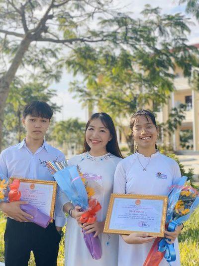 Cậu học trò nghèo ở Quảng Nam đạt điểm 10 môn Ngữ văn - Ảnh 4.