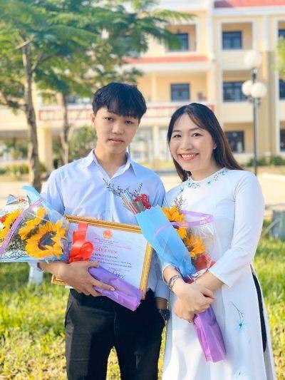 Cậu học trò nghèo ở Quảng Nam đạt điểm 10 môn Ngữ văn - Ảnh 2.
