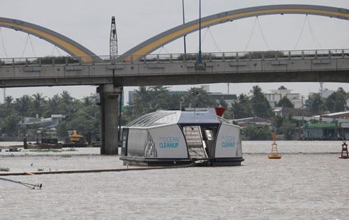 Máy thu gom rác tự động trên sông Cần Thơ - Ảnh 1.