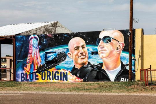 Tỉ phú Jeff Bezos hào hứng lên chuyến bay vào vũ trụ - Ảnh 1.