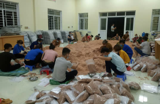 1.500 tấn hàng của người dân Thanh Hóa lên tàu biển vào TP HCM - Ảnh 1.