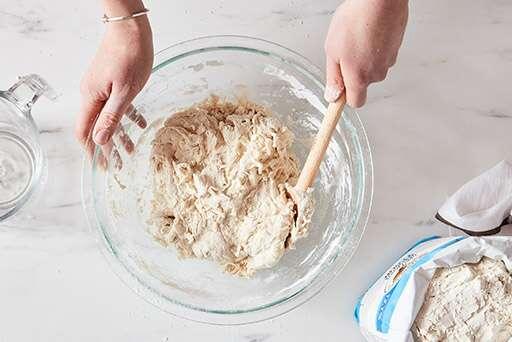 Hai công thức làm bánh mì với những nguyên liệu có sẵn trong bếp - Ảnh 1.
