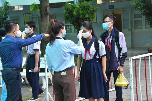 Tuyển sinh lớp 10 tại TP HCM: Nên xét tuyển cả hệ chuyên - Ảnh 1.