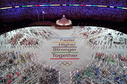 Khai mạc Olympic Tokyo: Cuộc chơi đắt đỏ, tình người ấm áp - Ảnh 1.