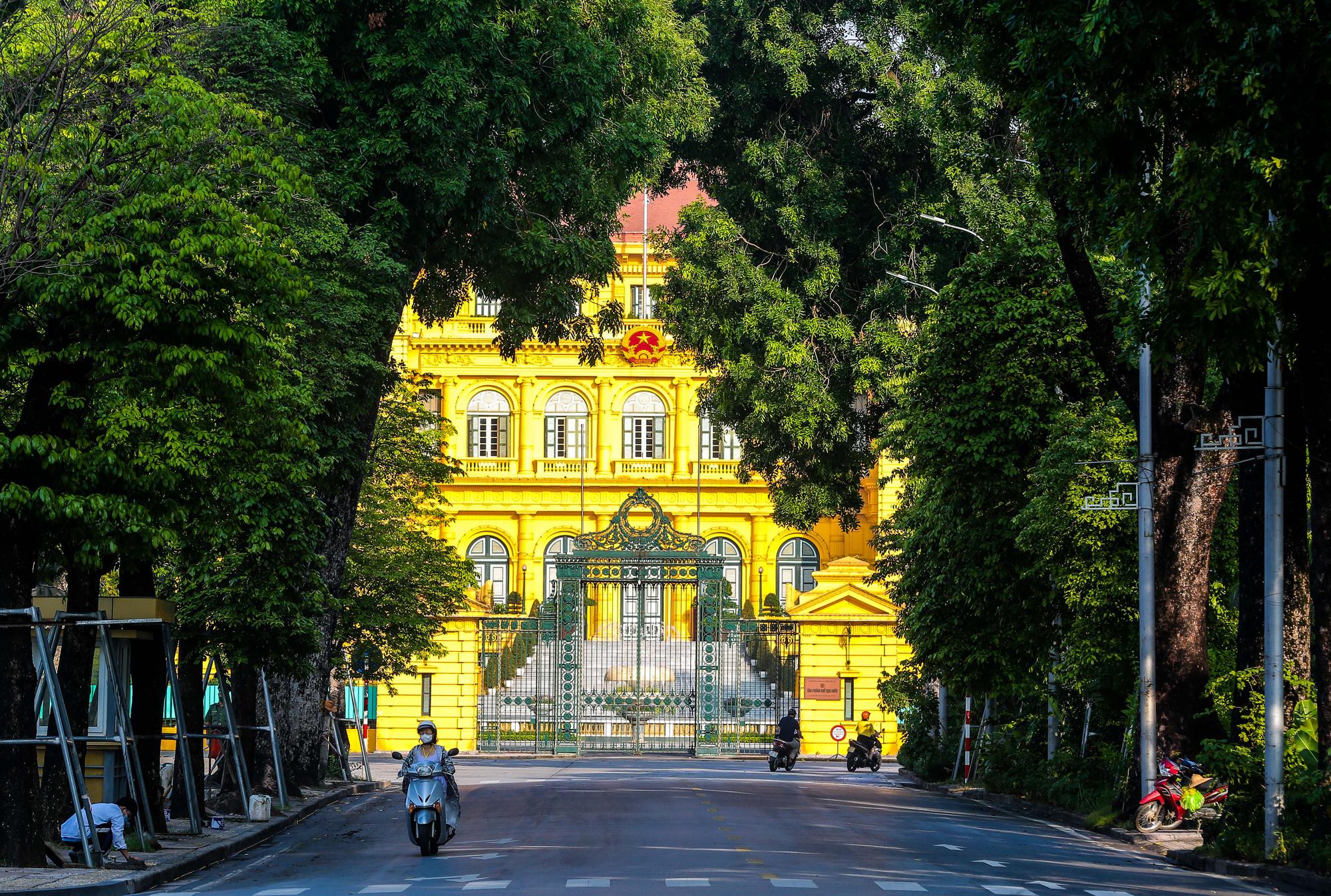 Nhịp sống vắng lặng lạ thường ở Hà Nội ngày đầu tiên thực hiện Chỉ thị 16 - Ảnh 16.