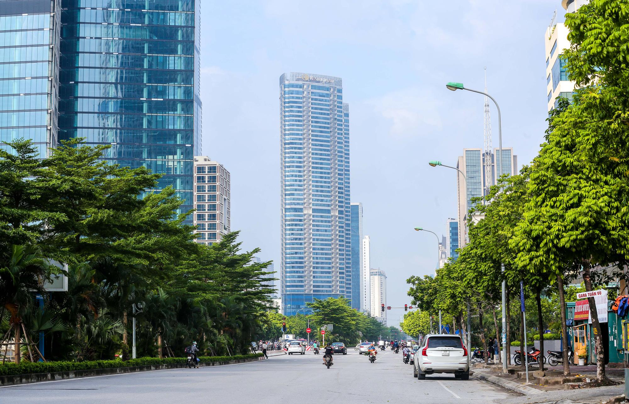 Nhịp sống vắng lặng lạ thường ở Hà Nội ngày đầu tiên thực hiện Chỉ thị 16 - Ảnh 17.