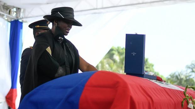 Hỗn loạn trong tang lễ cố Tổng thống Haiti - Ảnh 1.