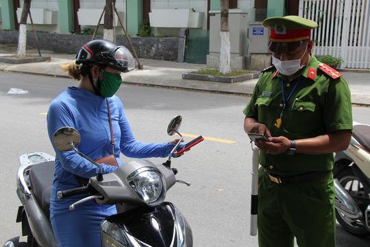 Đà Nẵng: Bị phạt từ 5 đến 10 triệu đồng nếu ra đường không có lý do chính đáng - Ảnh 9.