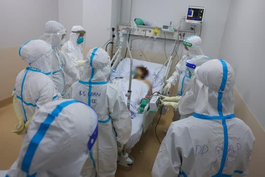 Bộ Y tế thành lập 12 trung tâm hồi sức tích cực Covid-19 với gần 8.000 giường - Ảnh 1.
