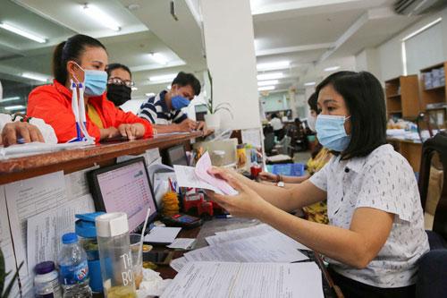 Ngưng in thẻ BHYT giấy cho người hưởng trợ cấp thất nghiệp - Ảnh 1.