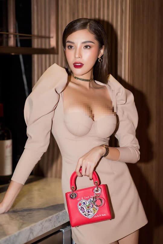 Hoa hậu Kỳ Duyên lại bị chê vì ăn mặc phóng khoáng - Ảnh 3.