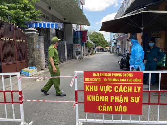 Những trường hợp được ra khỏi nhà từ 18 giờ ngày 31-7 tại Đà Nẵng - Ảnh 1.