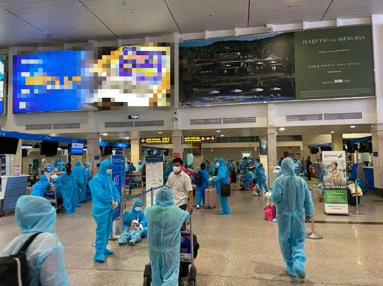 Thêm 2 chuyến bay miễn phí đưa 400 người từ TP HCM về quê Quảng Nam - Ảnh 4.