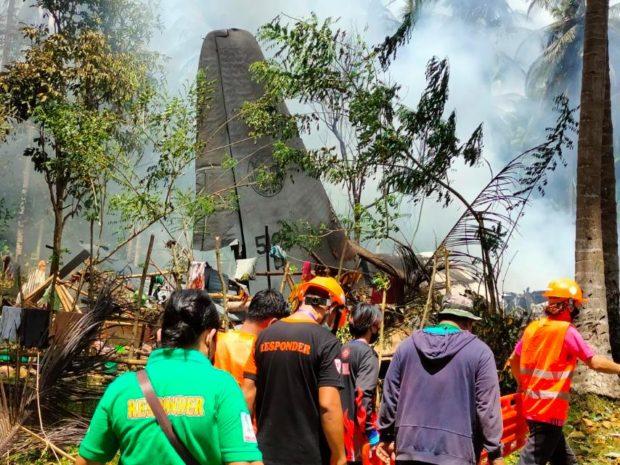 Rơi máy bay ở Philippines: Số người chết tăng lên 31 - Ảnh 1.