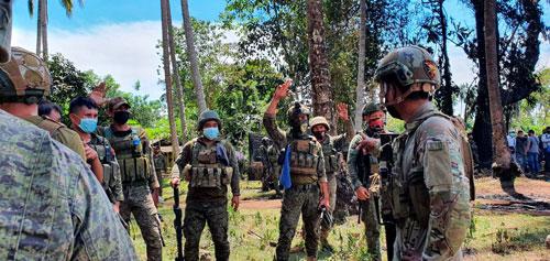 Philippines điều tra vụ rơi máy bay quân sự - Ảnh 1.