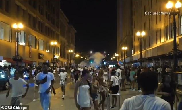 Mỹ: Bạo lực súng đạn thảm khốc quanh dịp quốc khánh - Ảnh 2.