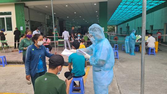 Hàng ngàn người đi xét nghiệm ở Đồng Nai, Bình Dương, TP Thủ Đức - Ảnh 7.