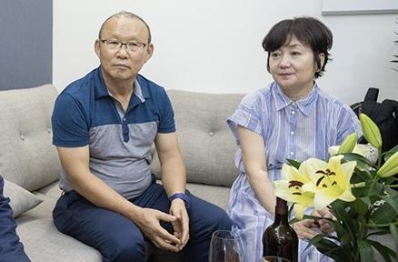HLV Park Hang-seo trở về Hàn Quốc chịu tang cha vợ - Ảnh 1.
