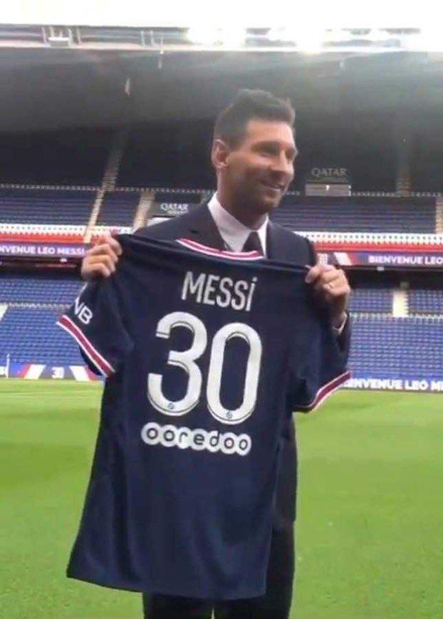 PSG ký hợp đồng bom tấn, tân binh Lionel Messi nhận số áo 30 - Ảnh 3.