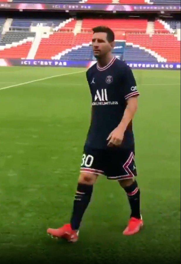 PSG ký hợp đồng bom tấn, tân binh Lionel Messi nhận số áo 30 - Ảnh 4.