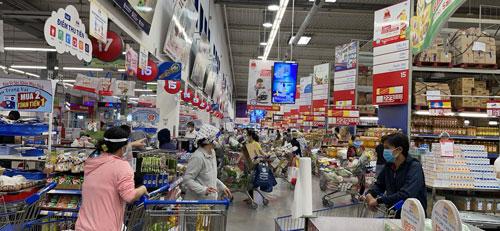 Hàng hóa dồi dào để người dân mua sắm - Ảnh 1.