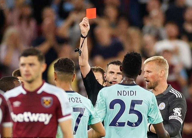 Thắng tưng bừng Leicester, West Ham soán ngôi đầu bảng Ngoại hạng - Ảnh 4.