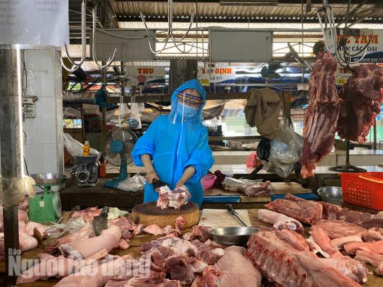 Đà Nẵng mở cửa lại chợ truyền thống, các tổ trưởng dân phố mừng ra mặt - Ảnh 10.