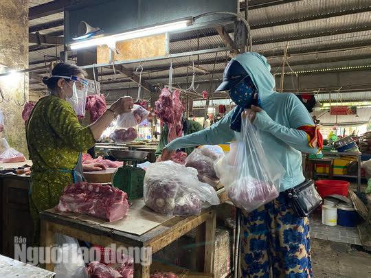 Đà Nẵng mở cửa lại chợ truyền thống, các tổ trưởng dân phố mừng ra mặt - Ảnh 5.