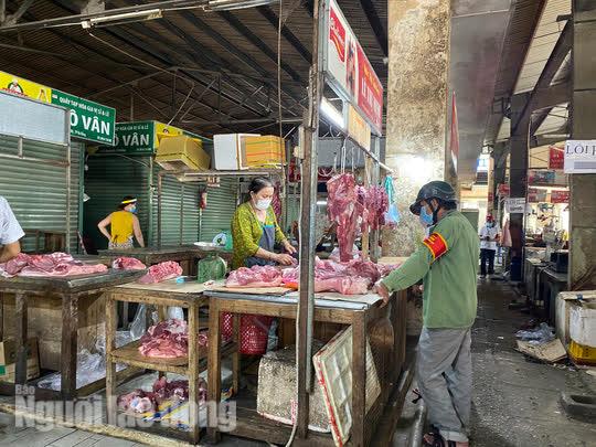 Đà Nẵng mở cửa lại chợ truyền thống, các tổ trưởng dân phố mừng ra mặt - Ảnh 6.