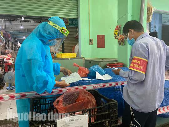 Đà Nẵng mở cửa lại chợ truyền thống, các tổ trưởng dân phố mừng ra mặt - Ảnh 8.