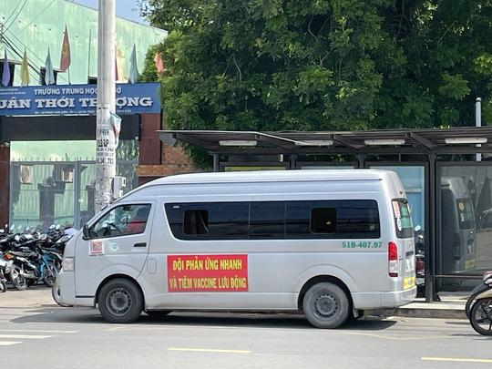 Thaco tặng TP HCM 55 xe cứu thương, xe tiêm chủng cùng 500.000 bộ kit xét nghiệm - Ảnh 3.