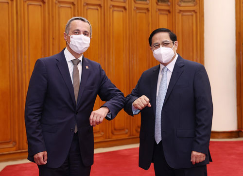 Thụy Sĩ viện trợ vật tư, thiết bị y tế cho Việt Nam - Ảnh 1.