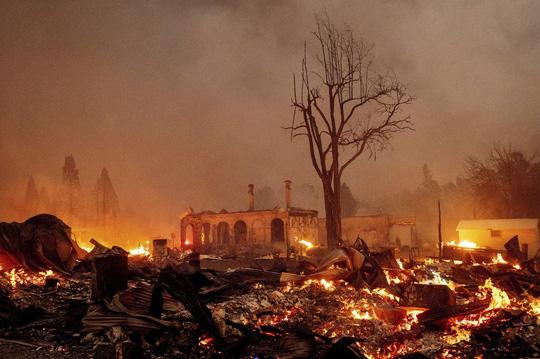 Thị trấn Greenville của bang Califorbia bị xóa sổ trong biển lửa - Ảnh 2.