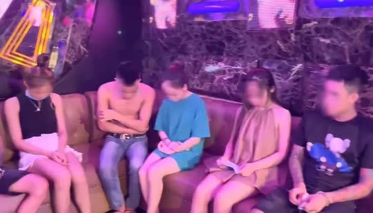 Bất chấp dịch Covid-19, quán karaoke vẫn mở cửa, bán ma túy cho dân chơi bay lắc - Ảnh 1.