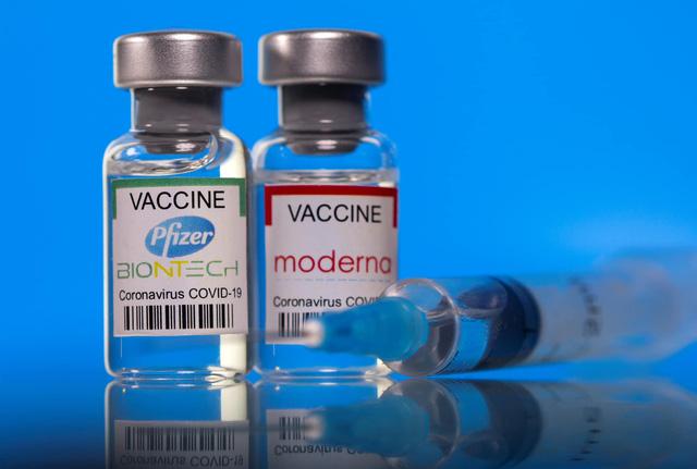 Bộ Y tế đề nghị các địa phương xem xét tiêm trộn vắc-xin Covid-19 Moderna và Pfizer - Ảnh 1.