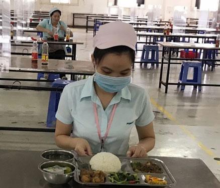Bổ sung dinh dưỡng cho công nhân 3 tại chỗ - Ảnh 1.