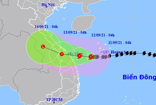 Bão số 5 giật cấp 12 hướng vào Quảng Trị-Quảng Ngãi, gây mưa lớn tới 350 mm/đợt - Ảnh 1.