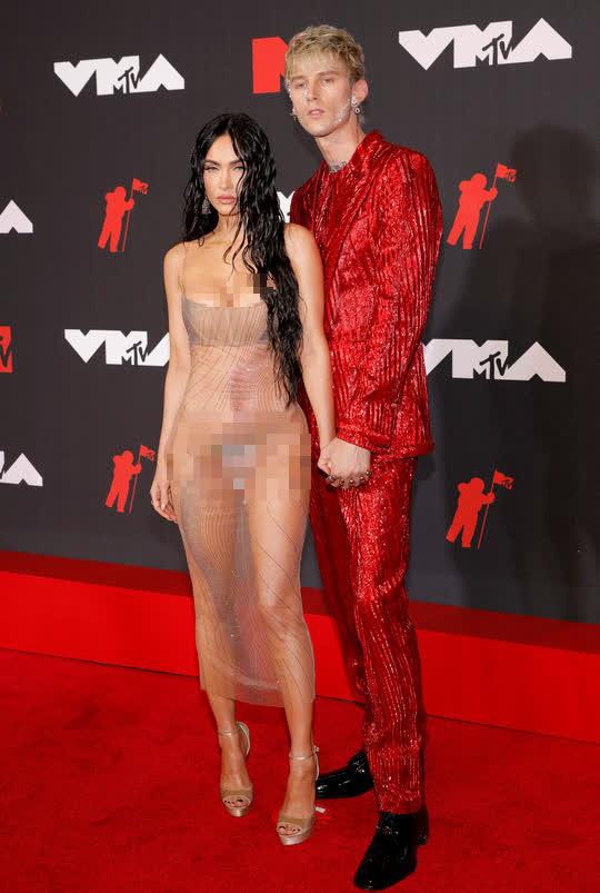 """Minh tinh Megan Fox lại """"mặc như không"""" trên thảm đỏ - Ảnh 3."""