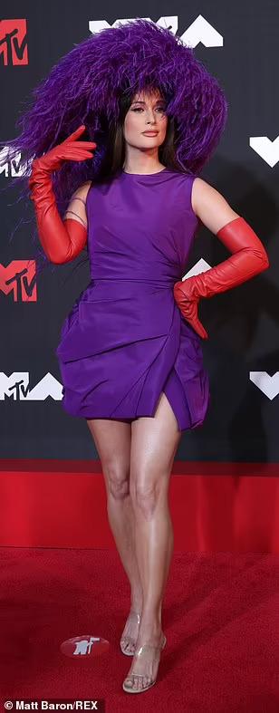 """Minh tinh Megan Fox lại """"mặc như không"""" trên thảm đỏ - Ảnh 4."""